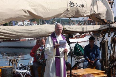 Prest Kjell Wedø holdt tale under minnemarkeringen i dag.