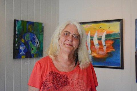 VERDENSVANT: Hobbymaleren fra lille Risør, Bodil Knutsen, begynner å bli riktig så bevandret i den store verden. I våres stilte hun ut bilder i London, nå prøver hun lykken i Tokyo.