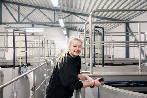 Julie Bang Hasaas gikk på TIP (Teknikk og industriell produksjon) på Risør videregående, som eneste jente i klassen. Nå er hun en lykkelig lærling på vannverket i Risør.