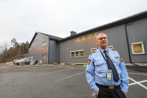 Politiet åpner opp politistasjonen, med begrenset åpningstid.