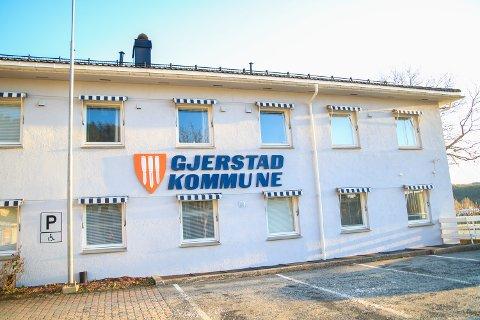 Ansatte og publikum i Gjerstad må forholde seg til en rekke tiltak i forbindelse med koronaviruset.