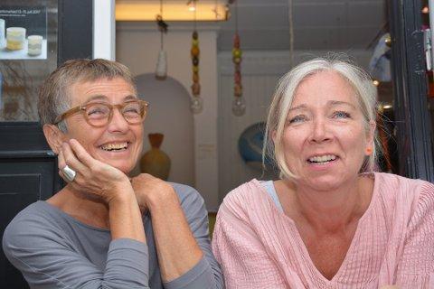 SLUTTER: En skal gå av med pensjon, en har allerede gått over i ny jobb. Tone Lindegaard (t.v.) og Mona Rhein slutter begge to i Villvin. Nå må ny leder på plass i god tid før sommeren.