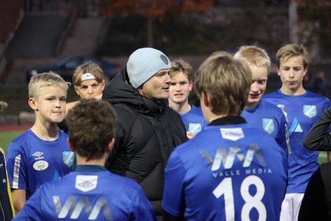 HEDRET: Per Olav Aasbø fikk oppmerksomhet for innsatsen han legger ned i Gjerstad Idrettslag. Her som fotballtrener.