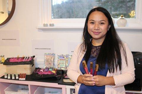 Hjemme hos Wilma Greva (37) på Søndeled har hun sitt helt eget jobbhjørne i stuen. Hun har nylig startet opp LULU Cosmetics, med helt egne produkter.