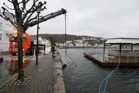Landgangen ved Pir1 havnet i sjøen.
