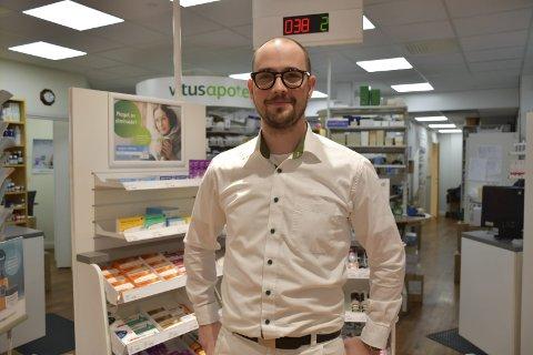 Apoteker Bjørn Gustavsen Krabbesund: Slutter i Tvedestrand og begynner i Risør.