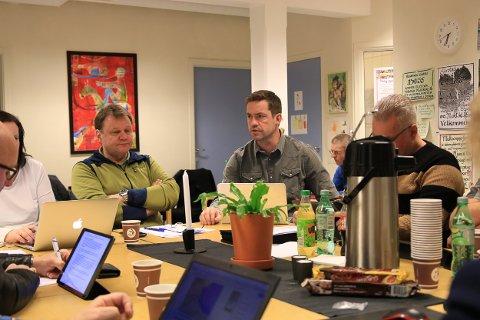 Ole Løite hadde med seg Tor Albert Oveland fra konsulentselskapet Aprova i formannskapsmøtet sist uke.