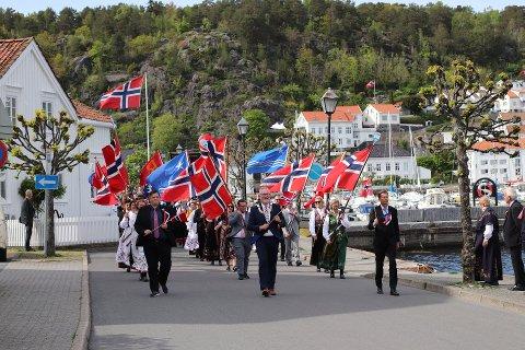 IKKE I ÅR: Dette synet blir ikke å se i år, men årets 17. mai-komité i Risør håper folk vil være med på en markering - på sjøen.