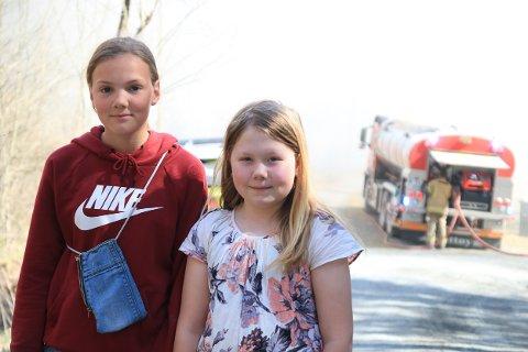 DAGENS HELTER: Ingeborg Børset (13) og Alexandra Robbersmyr (10) var de første på stedet. Det var Alexandra (t.h.) som først oppdaget brannen, da hun skulle hente posten.