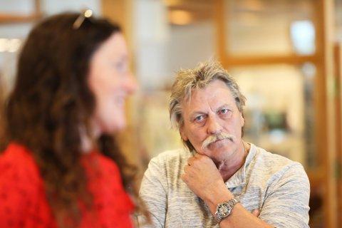 Morten Ziender, Mariannes far forteller at han fremdeles leter etter datteren. han var tydelig preget da Aust Agder Blad møtte ham på pressekonferansen i Risør tirsdag.
