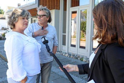 Torunn Rugaas og Morten Ziender møtte i dag pressen på Risørhuset. Her er det TV2 som gjøre et intervju med paret. (Trykk på pilene for flere bilder)