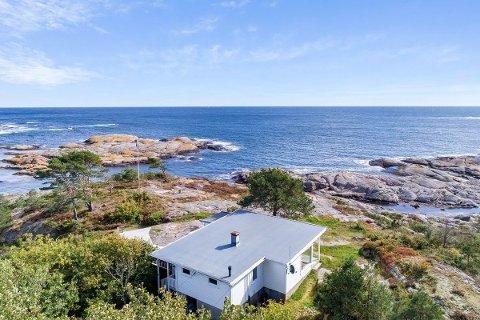 DYREST: Åkvågveien 940 ble solgt for 11,8 millioner kroner fra Ellen Viveke Lind og Knut Birkeland til Elin Sørli Kildahl og Lars Kristian Kildahl.