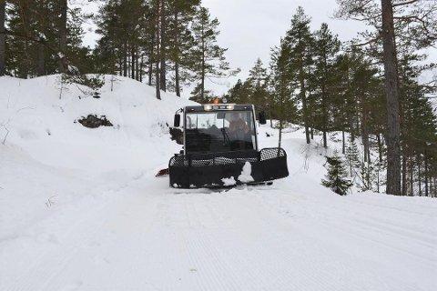 BYTTES INN: Dagens løypemaskin har holdt i elleve år, men til neste vinter skal Olav Smestad (bildet) og de andre ildsjelene få ny løypemaskin.