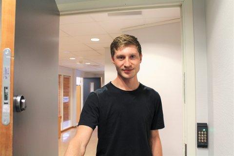 Eirik Haugholt (22) ble plutselig daglig leder på dagen. En rolle han nå stortrives med.