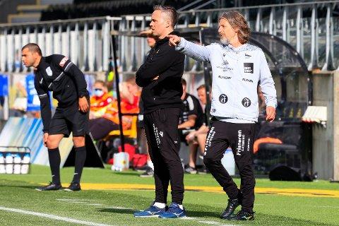 Starts utviklingsleder Alexander Persson Øren (t.v.) og Erik 'Myggen' Mykland ledet laget under kampen i 1. divisjon mellom Start og Ull/Kisa på Sør Arena i Kristiansand.