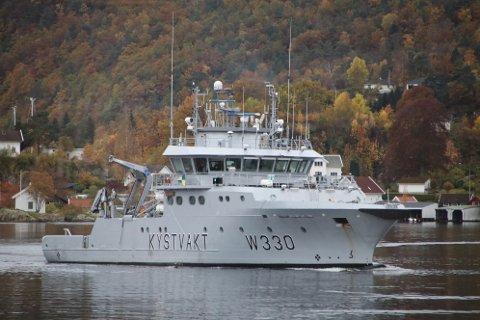 I FLEKKEFJORD: Kystvakten ved «KV Nornen» har denne uken vært i Flekkefjord. En av oppgavene har vært å sjekke hummnerfisket.