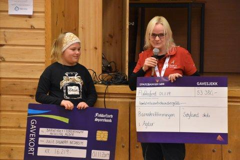 STORE SJEKKER: Trine Abrahamsen var rørt over støtten fra både Søyland skole og Julie Signora Nesheim.