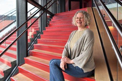 NY LEDER: Det er en sprudlende og engasjert leder Flekkefjord kulturskole har fått. Ragnhild Maria Sandvik er svært begeistret for sin nye arbeidsplass.