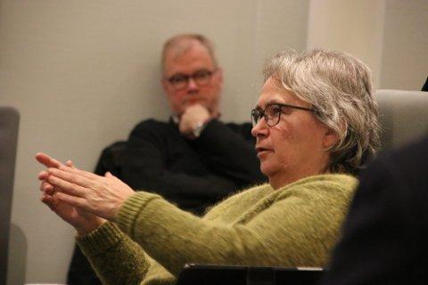 MANGE SPØRSMÅL: Nina Danielsen (Sp) hadde mange spørsmål til budsjettet (i bakgrunnen sitter økonomisjef Dag Ivar Staurseth)