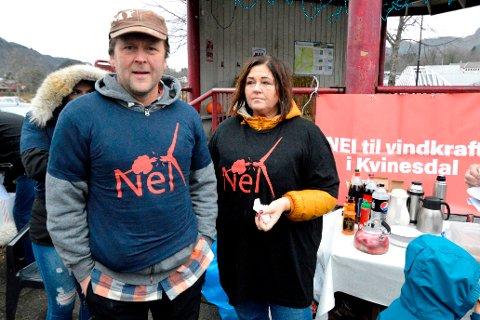 FRYKTER FOR BEITEOMRÅDENE: Kvinesdal største sauebonde, Knut Risnes og kona, Laila Årli Risnes, frykter for beiteområdene hvis det skulle komme vindmøller på Buheii.
