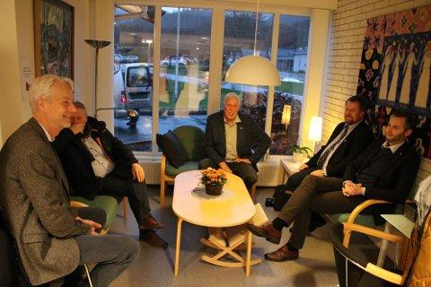 HARD LOBBY: Det blir trolig en hard lobbykamp for daglig leder Svein Vangen i Listerrådet (til venstre) og ordførerne i Lister i tiden fremover. Her samlet i Hægebostad tidligere denne uken.