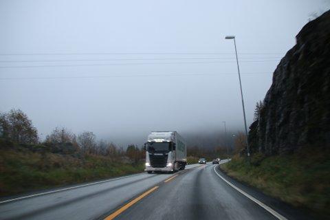 BLIR FYLKESVEI: Veien (E39)fra 2006 fra Kvinesdal til Lyngdal kan bli fylkesvei og tilførselsvei for den nye firefelt E39. Hvor den nye veien skal gå er det som nå diskuteres.