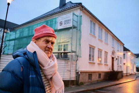 BYPATRIOT: Knut Sand Bakken (73) forteller at han er en bypatriot som vil ta vare på bygg for å ta vare på byen.