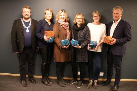 GULLKLOKKER: Fra venstre ordfører Torbjørn Klungland, Elisabeth G. Spikkeland, Helga Johnsen, Anne-Marit Mjelde, Rita Sleire og Bernhard Nilsen.