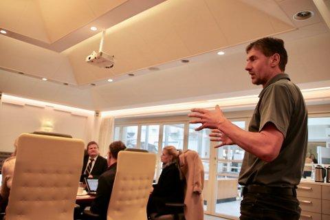 AVKLARING: Kommunalsjef Svein Hansen ønsket en avklaring fra formannskapet på hva som skal behandles og hva som skal særbehandles av søknader som kommer til kommunen.