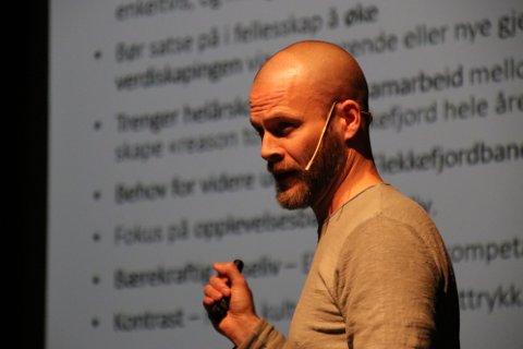 VEKST: Smaabyleder Frode Johannessen opplyser at de fleste overnattingssteder og spisesteder i Flekkefjord melder om 10-20 prosent vekst i sommer.