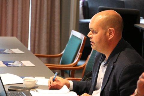 VIL HA NY RUNDE: Leder Christian Eikeland (Frp) i samferdselsutvalget i Vest-Agder vil ha ny vurdering av elferjer.