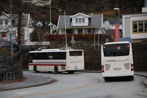 BILLIGERE: En bussbillett fra Flekkefjord til Kristiansand blir billigere fra nyttår fordi Agder kollektivtrafikk har bestemt at færre kommuner skal gi færre soner å betale for