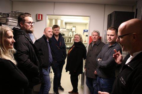 Enhetsleder Trond Vågsvoll for kjøkkenet på Tjørsvågheimen fortalte politikerne i utvalg for helse, kultur og oppvekst blant annet om hvor viktig catering-aktiviteten er for budsjettet.