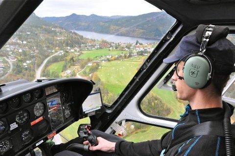 SJEKKER NETTET: Agder Energi Nett skal sjekke Linjenettet ved hjelp av helikopter i sommer