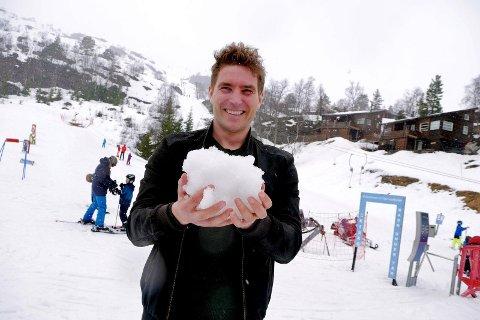 SNØRIKT: Daglig leder Tarjei Sporastøyl i Sirdal Skisenter forsikrer om at det er mer enn nok snø i både Tjørhomfjellet og Ålsheia i påsken.