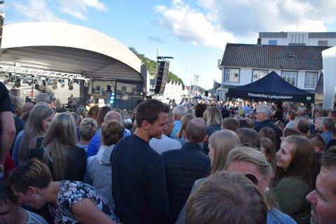 PROGRAMMET KLAR: Stavangerkameratene fikk Fiskebrygga til å koke for et par år siden – fullt så mange blir det ikke plass til i år, men konserter blir det likevel fredager i sommer.