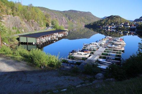 Politiet ber folk følge med litt ekstra i sine båthavner. Bildet er fra Austadvika i Flekkefjord.