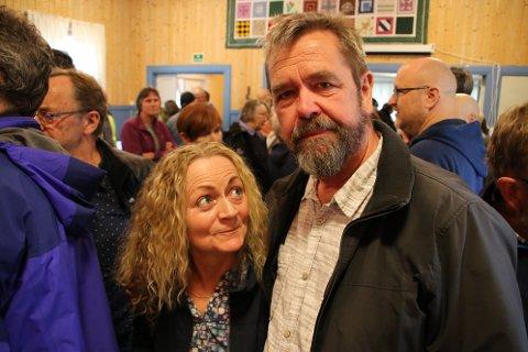 FRYKTER FOR FREMTIDEN: Kari og Jan Ole Sæløen som bor på Midtfjellse frykter konsekvensene av vindkraftverket på Skorveheia.