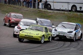 DOKKA: Er det en ting Egeland og den signalgule Mazdaen har kontroll på, så er det startene. Foto: Anne Beth Mål Arntzen