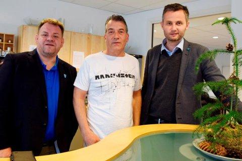 TRYGG TRAFIKK: Runar Nilsen og Einar Haukland har stått i spissen for Be Careful, og ordfører Per Sverre Kvinlaug har stilt opp ved premiering. Nå vil rådmannen avslå en søknad på 100.000 kroner i støtte.