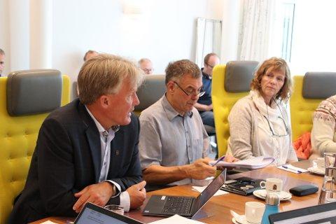 GJENNOMSLAG: Rådmann Bernhard Nilsen (til venstre) fikk i formannskapet fullt gjennomslag for sine forslag til disponering av 12,37 millioner kroner. Bystyret skal også behandle saken.