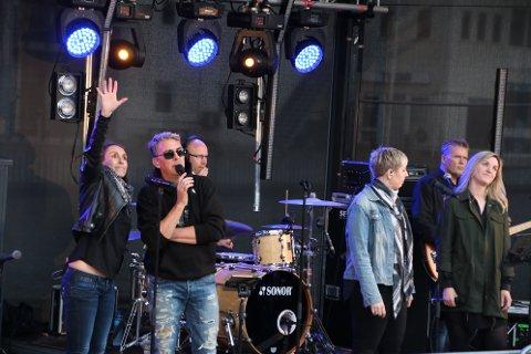 Med John Roger Sørbøe og Isabell Dåstøl i front som vokalister lager Onsdagsbandet topp stemning.