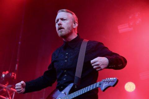 TILBAKE: Terje Winterstø Røthing tar med seg gitarene sine og resten av Skambankt til Flekkefjord til sommeren.