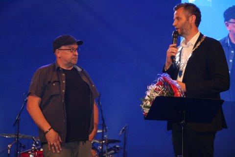 Ordfører Per Sverre Kvilhaug gav i sin hilsen honnør til Rune som stadig viser den gode hjertemosjonen.