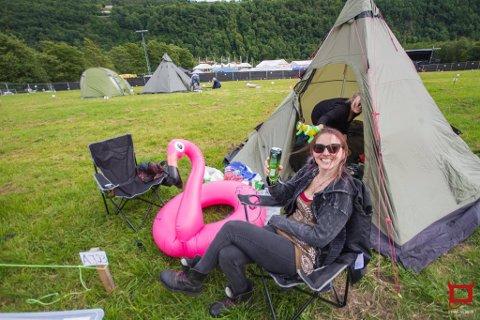 TRADISJON: Astrid Mikalsen fra Kristiansand forteller at å campe på Norway Rock har blitt en viktig tradisjon.
