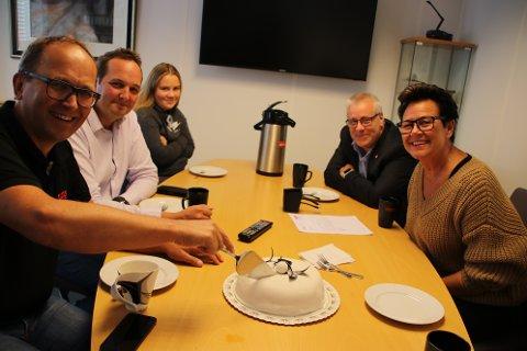 I dag var det kakefest på Egenes Brannteknikk - på kontoret hos administrerende direktør Stein Egenes .