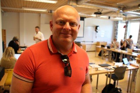 SKAL PRIORITERES: Fylkespolitiker og toppkandidat Steinar Bergstøl Andersen (Frp) lover å prioritere Flekkefjord videregående skole i tiden fremover.