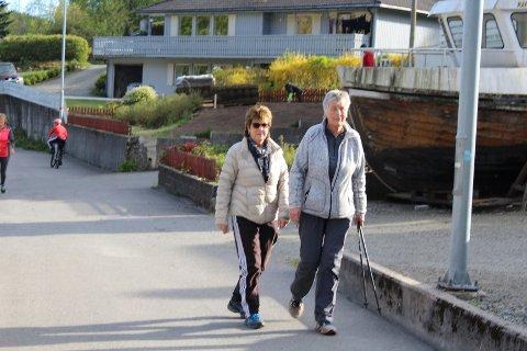 IVRIGE DELTAGERE: Ingrid Reiersen (til venstre) og Kirsten Guse er ivrige deltagere i terrengkarusellen og tirsdag 13. august blir det løp på Feda for mosjonister og aktive løpere.