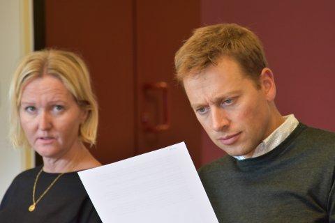 KRITISKE: Siri Ovedal og Jonny Liland, begge Arbeiderpartiet, mente det ikke er riktig å vedta utbygging utenfor rammen, like før et nytt kommunestyre skal styringen.