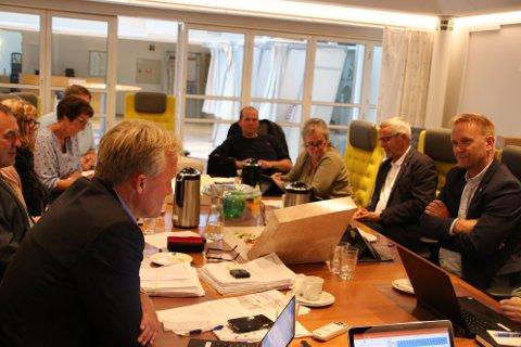 ENIGE: I det siste møte med nåværende formannskap i Flekkefjord ble det blant annet gjort vedtak om å støtte rådmannens innstilling om å kutte reisestøtte til studenter.